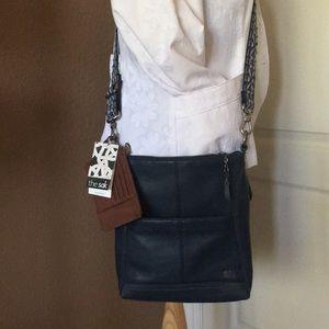 🆕Navy leather crossbody w/2straps made by the sak